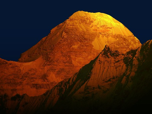 india color colour beauty sunrise trek gold dawn golden twilight main peak glacier nanda himalaya highaltitude molten basecamp highest nandadevi pachu kumaon lopamudra kumaun platinumheartaward pachhu