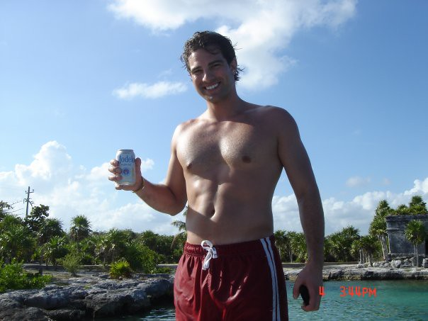 Scott McGillivray Shirtless http://www.flickr.com/photos/65092214@N08/5919823947/