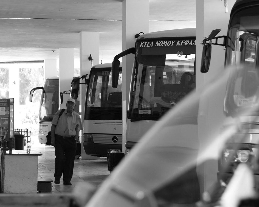 Ανατιμήσεις σε ταξί, αεροπλάνα και ΚΤΕΛ από Δευτέρα