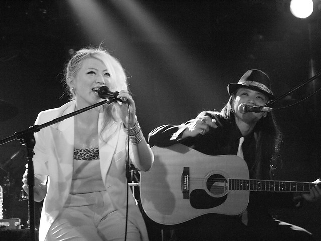 Acoustic BAKUBENI Duo live at Outbreak, Tokyo, 15 Jul 2011. 111