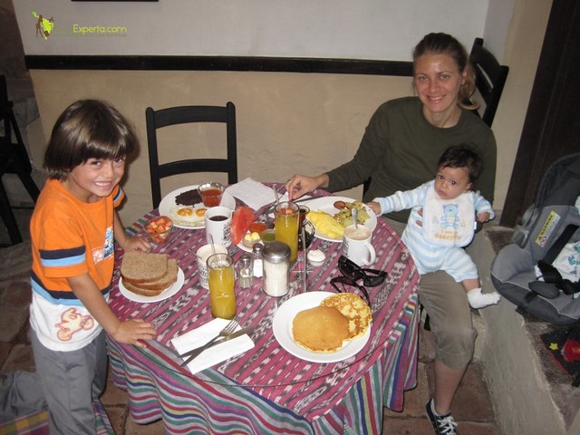 Best Restaurants in Antigua Guatemala for Families - Cafe condesa
