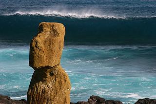 Wave over Moai