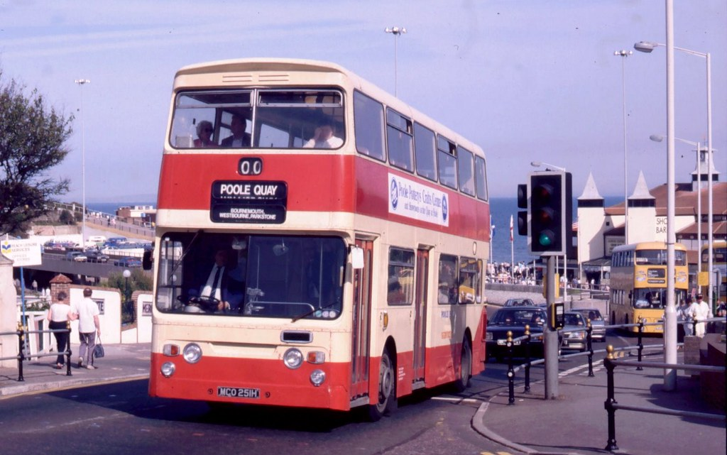 Halligan (Poole Bay Buses), Bournemouth (DT) MCO 251H