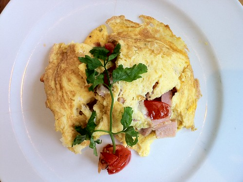 Breakfast at Fenns Quay makes even a Thursday feel like a holiday. Custom ham, cheese, and tomato omelet