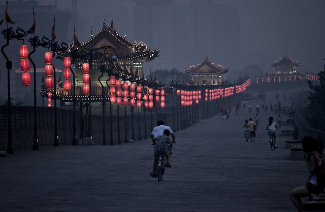 Dusk atop the Xi'an City Wall