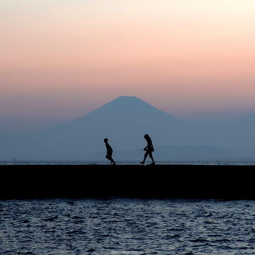 pink sunset red sea summer sky people orange silhouette japan twilight fuji child pentax enoshima k5 smcpfa77mmf18 pentaxart