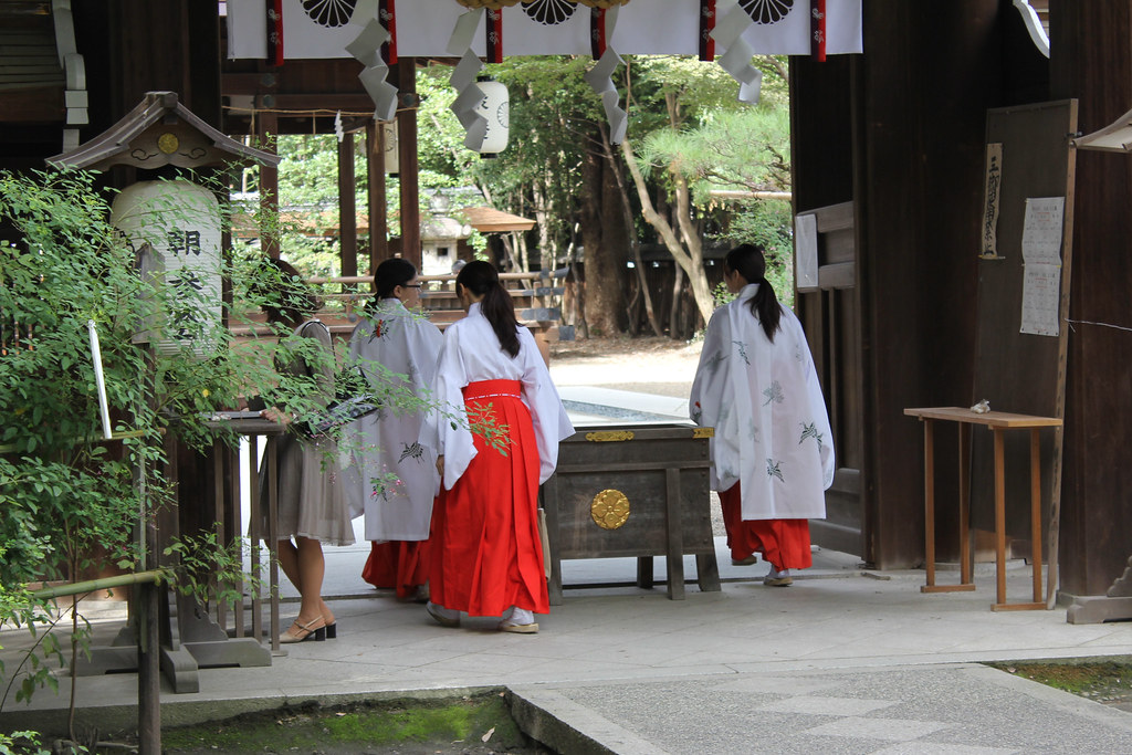 Nashinoki Shrine in Kyoto, 2011