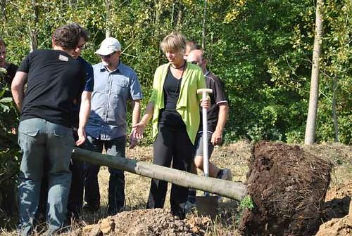 03/10/2110 Bij de aanplant van de Miljoenste Boom in Vlaanderen vandaag in Herzele pakte Vlaams minister uit met de Boswijzer. Dit is een nieuwe methode om de evolutie van de bosoppervlakte in Vlaanderen nauwgezetter te volgen.
