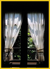 Visillo en la ventana- Curtain in the window