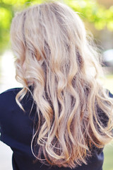 black hair(0.0), face(0.0), brown hair(0.0), hair coloring(0.0), hairstyle(1.0), layered hair(1.0), hair(1.0), long hair(1.0), blond(1.0), feathered hair(1.0),