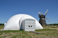 outdoor structure(0.0), observatory(0.0), building(0.0), wind(0.0), dome(0.0), windmill(1.0), mill(1.0),