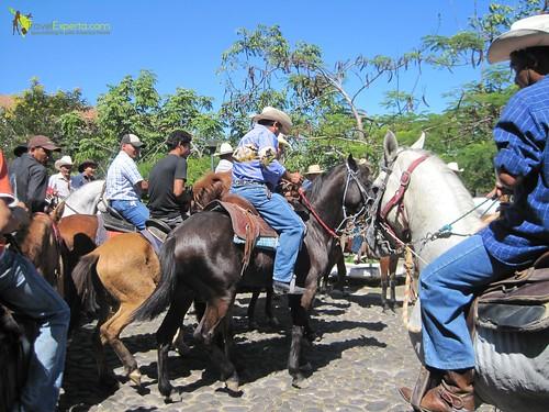 cowboy-parade-horses-suchitoto-el-salvador