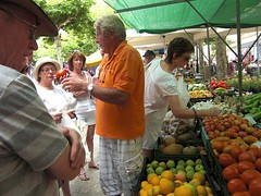 Rural Mallorca Excursion: Michael explains about Mallorca tomatoes.
