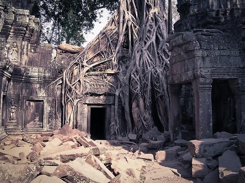 cambodia angkorwat doorway