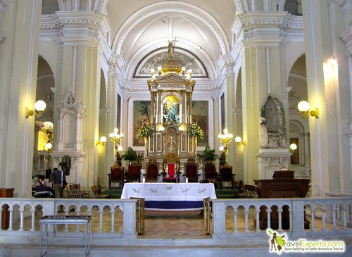 leon-nicaragua-cathedral-alter