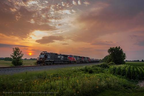 railroad sunset ohio train ns trains railfan strobe csx norfolksouthern conrail strobes
