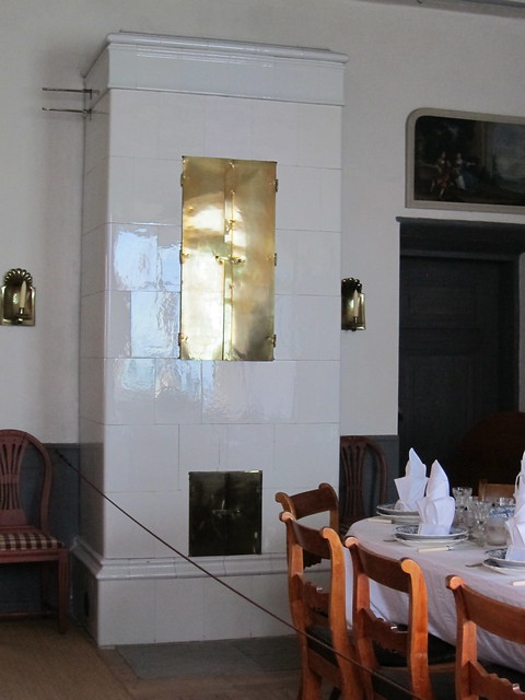 A white tiled fireplace in Louhisaari
