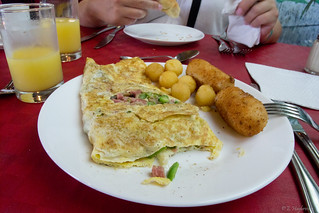 Eat out at Waco's Club - Things to do in Varadero