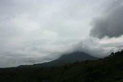 Arenal and the clouds / Arenal y las nubes