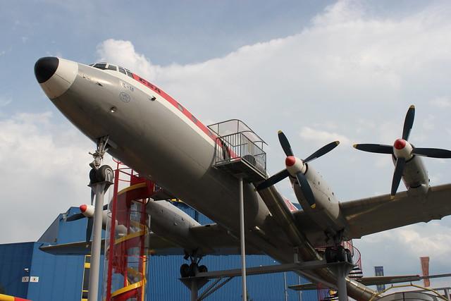 Iljuschin IL-18E