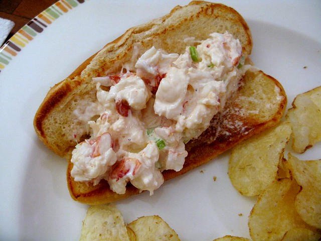 How To Make Your Own Lobster Rolls - The Amateur Gourmet