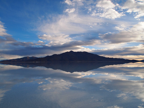 Reflection-Mirror-Salar De Uyuni-Bolivia