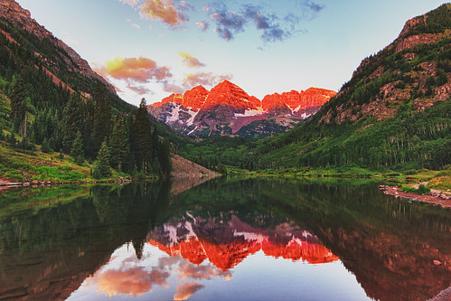 Sunrise on the Maroon Bells