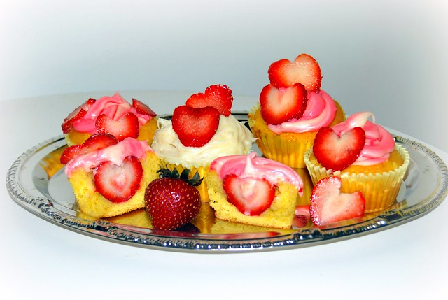 fresh Strawberry filled cupcakes | hulkamaniac brotherhood c ...