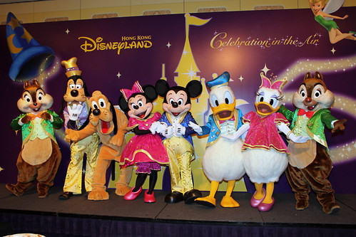 Meeting Mickey and Friends in their 5th Anniversary outfits