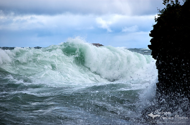 Large Waves on Lake Superior