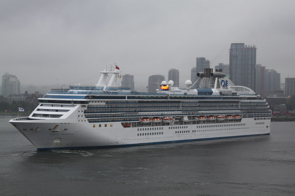 'Coral Princess' pulls into Canada Place