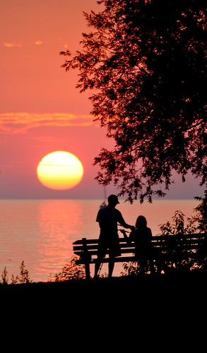 sunset silhouette nikon sigma lakeontario northcoast coupleatsunset pultneyville d5000 flickrchallengegroup cloudsstormssunsetssunrises