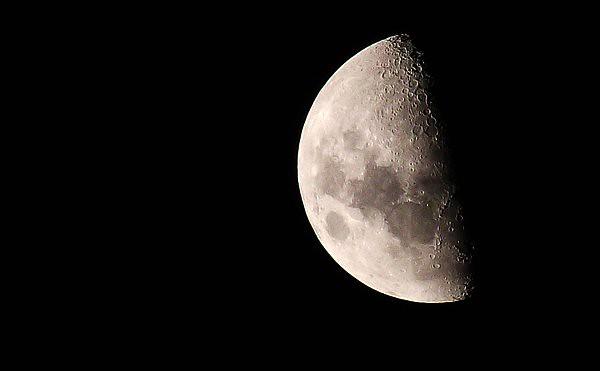 Luna, cuarto menguante  Flickr - Photo Sharing!