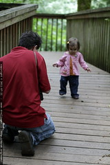 photographing his daughter in tryon creek state park