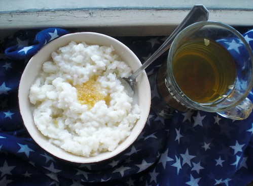 Rice porridge with milk and honey.