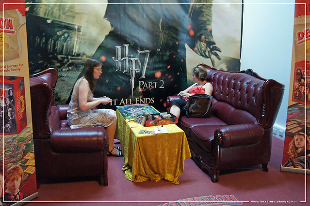 The Establishing Shot: HARRY POTTER EXHIBITION - LONDON FILM MUSEUM: FANS PLAYING THE HARRY POTTER DESTINATION HOGWARTS GAME