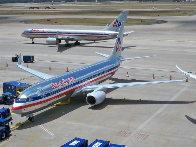 American Airlines Boeing 737-800 N869NN