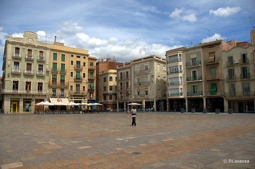 Reus, Tarragona by Rufino Lasaosa