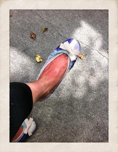 足の甲だけ日焼け留め塗り忘れる