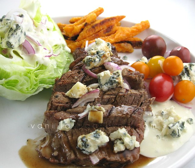 filet mignon salad w/ balsamic-blue cheese dressing