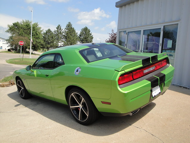 11 Dodge Challenger SRT8 392