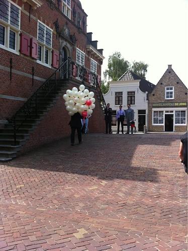Heliumballonnen Ivoor en Rood Stadhuis Oud Beijerland