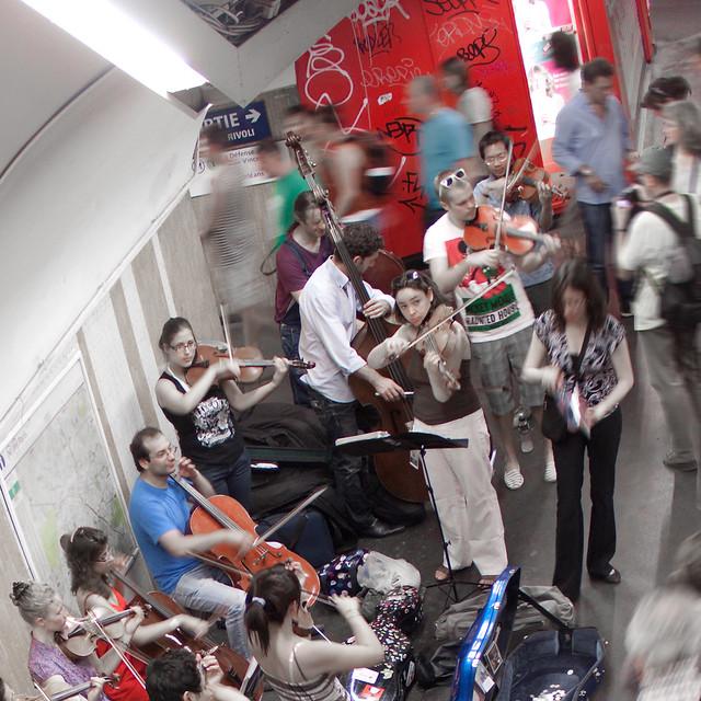 Metro - Paris - Musiciens dans le métro parisien