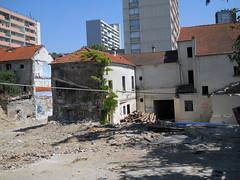 town, wall, suburb, house, urban area, residential area, city, street, neighbourhood,