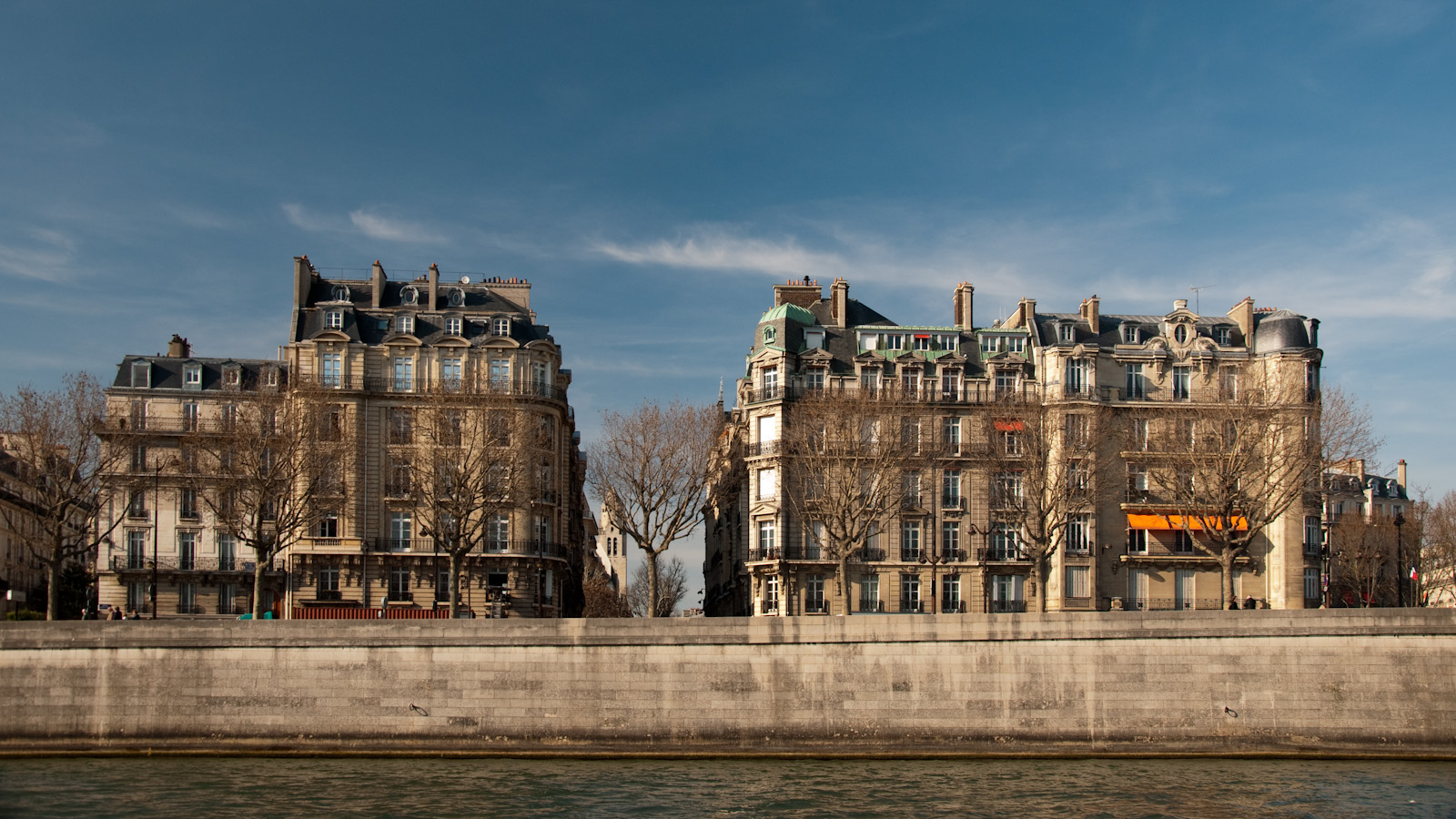 Seine Apartments