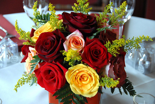 Elegant Roses Arrangement for Modern Wedding