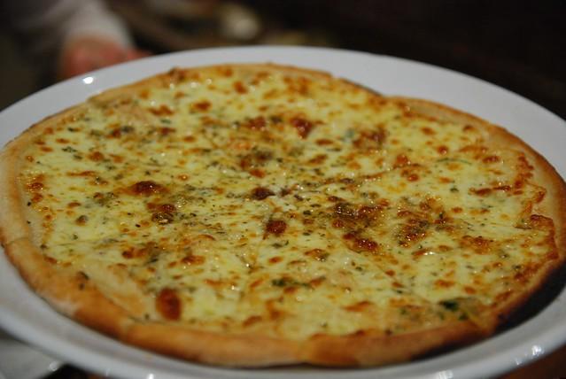 garlic and cheese pizza al vecchio forno. Black Bedroom Furniture Sets. Home Design Ideas