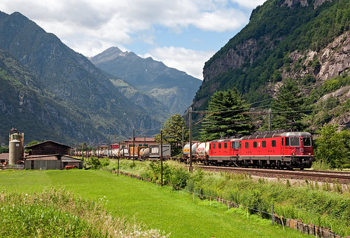 railroad switzerland ticino railway trains svizzera bahn freighttrain ferrovia treni gotthard re66 hupac gottardo 43097 nikond90 guterzuge tec43097
