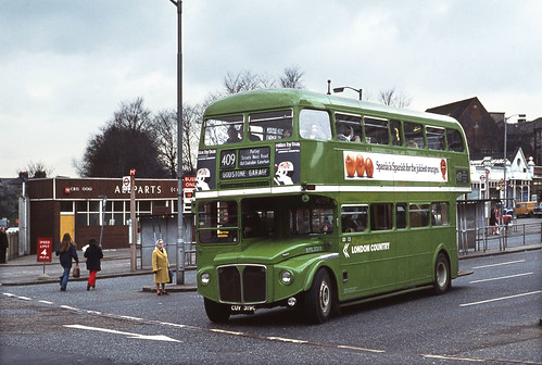 London Country liv.RML2319 deps.Croydon Bus Stn. 1973.