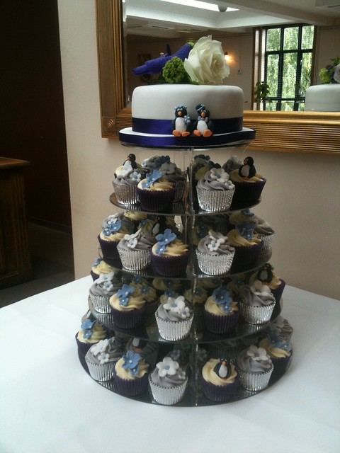 Cirencester Cupcakes Johnathon Cerys 39 Penguin Wedding Cupcake Tower
